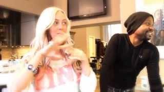 Omega stylt SexyJulia zu Christina Aguilera Part one Thumbnail