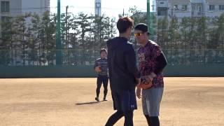 宮崎投手と香月一哉選手のキャッチボール 手前が香月選手、奥が宮崎投手...