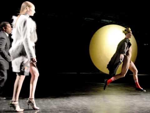 The King of New York Fashion - Vitalii Sediuk Streaks at Prabal Gurung Show
