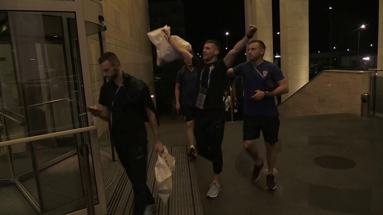 Slavljenički povratak Vatrenih u hotel