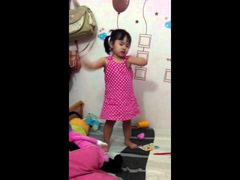 2013-11-Gấu hát Cháu yêu cô chú công nhân(5)