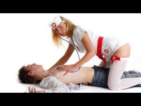 Медицинская сестра сосет у главного врача порно