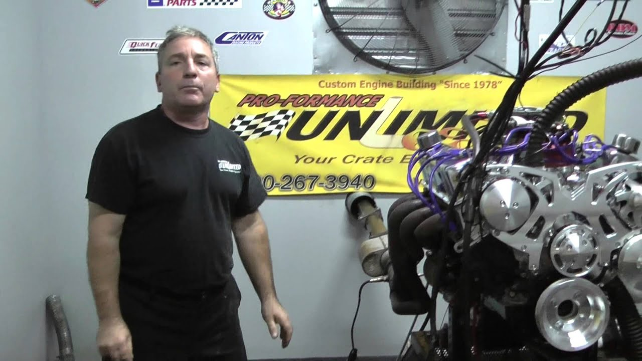 hight resolution of fuel injected 351w crate engine