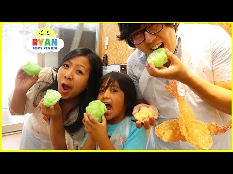 Ryan Pretend Play Making Food Sample Toys + Arcade Games Capsule Machine!!!