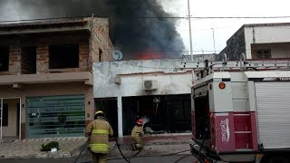 Voraz incendio en un taller de motos en la localidad de San Luis del Palmar