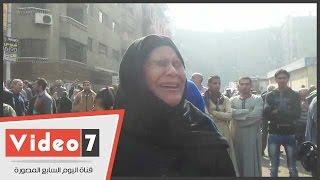 بالفيديو.. انهيار سيدة قبطية من البكاء أمام كنيسة العذراء