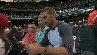 STL@SF: Former 49ers QB takes in a Giants game