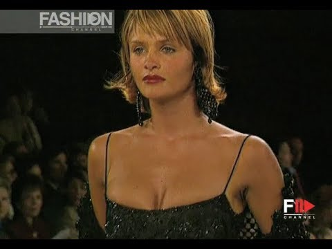OSCAR DE LA RENTA Fall 1994/1995 New York - Fashion Channel