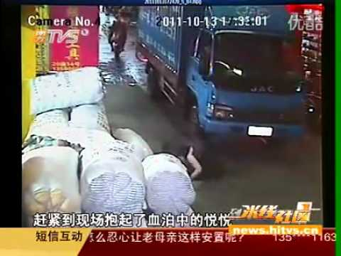 shocking baby girl accident Toddler CHINA hit by car(s ...