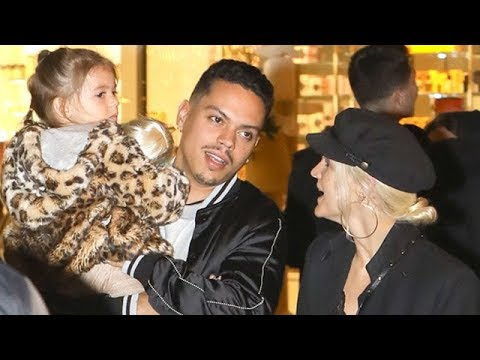Ashlee Simpson And Evan Ross Do Some Family Holiday Shopping