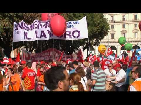 Tens of thousands of Italians march  in Rome