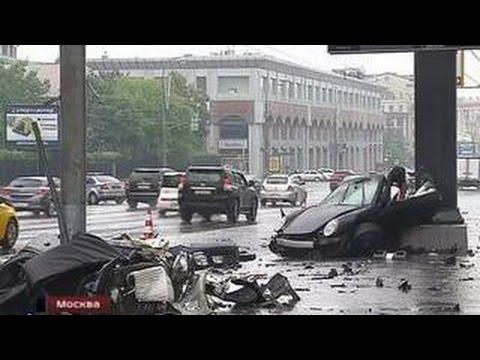 Смотреть Сын экс-губернатора разбился на спортивном Porsche, влетев в столб на скорости 150 км/ч онлайн