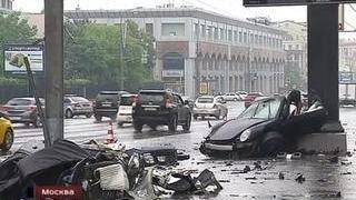 Сын экс-губернатора разбился на спортивном Porsche, влетев в столб на скорости 150 км/ч