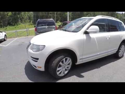 Walkaround Review of 2010 Volkswagen Touareg R04084
