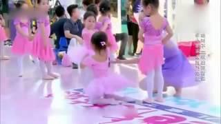 甜馨狂飙演技不输乃爸 与奥莉跳芭蕾萌化网友 高清