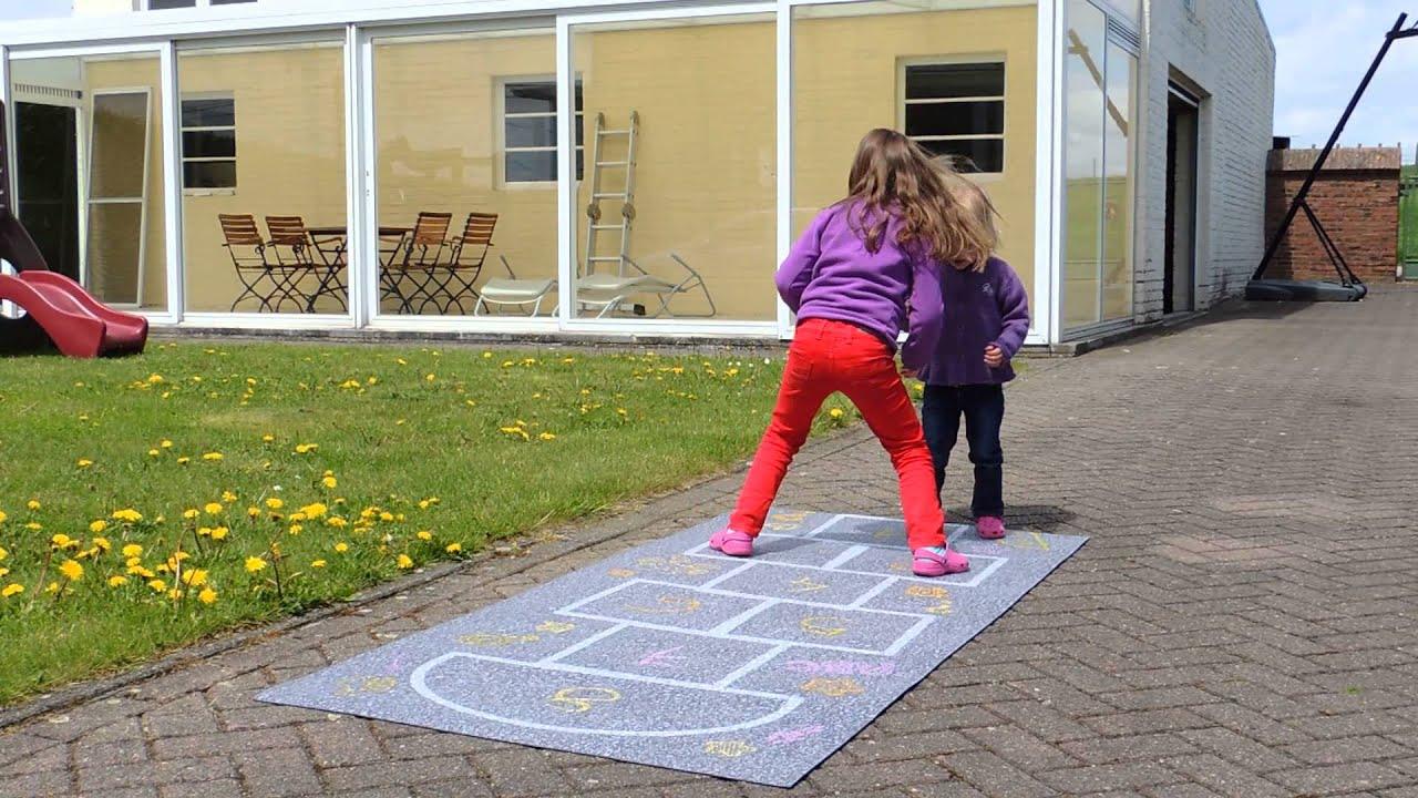 Speelmat buiten outdoor speeltapijt leuk kindertapijt hinkelbaan youtube - Buiten image outs ...