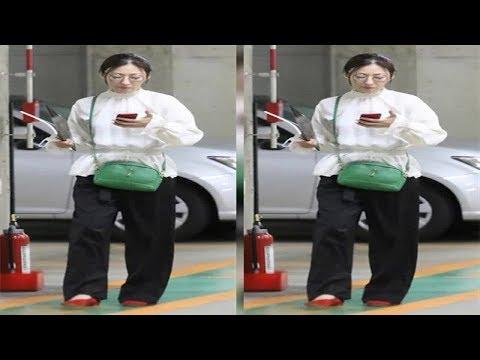 松雪泰子 スポーツカーに乗る前のかっこよすぎる赤ヒール姿