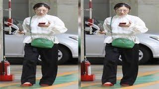 松雪泰子 スポーツカーに乗る前のかっこよすぎる赤ヒール姿: . 見ていた...