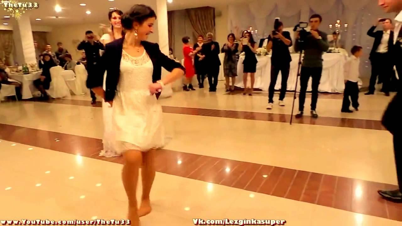 Лезгинка на свадьбе девушка танцует