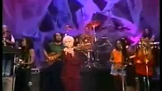 Cindy Lauper - Who Let in the Rain (subt español)