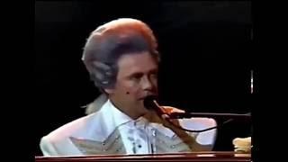 Смотреть клип Elton John - The King Must Die