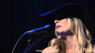 Watch Elizabeth Cook Sometimes It Takes Balls To Be A Woman video