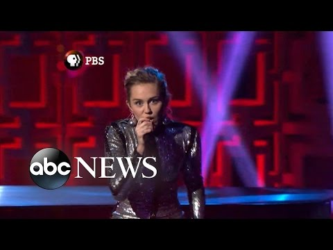 Miley Cyrus Forgets Lyrics During Bill Murray Salute