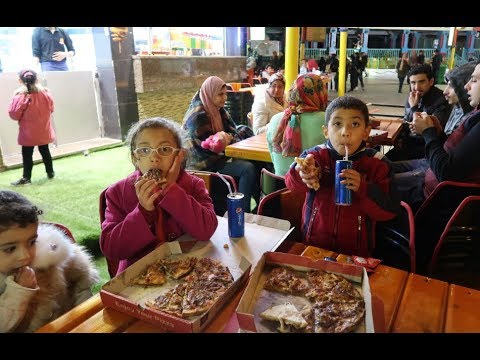 #طلبنا بيتزا شاورما طعم لذيذ يوم راس السنة الجديدة !! شوفو مريم عاملت اي !!