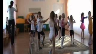 Занятие по хореографии -  разминка детский сад № 63.avi