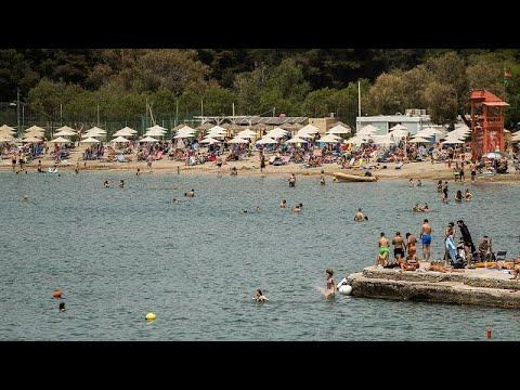 Covid-19 önlemlerinin ardından plajlar yeniden açılıyor