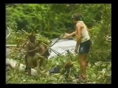 Bộ Lạc trong rừng Châu Phi lần đầu tiên thấy người Da Trắng 1/3.
