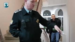 «ПРИШЕДШИЕ БЫЛИ ВЫНУЖДЕНЫ ОЖИДАТЬ В КОРИДОРЕ ИЗ-ЗА МАЛЕНЬКОГО ЗАЛА СУДА», - адвокат Эмиль Курбединов