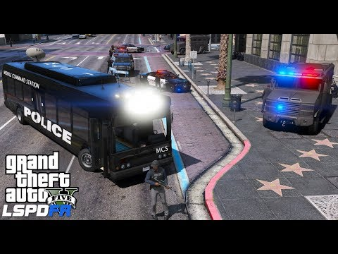GTA 5 LSPDFR #563 | Police Mobile Command Center Responds To Bank Robber | Swat Team Saves The Day