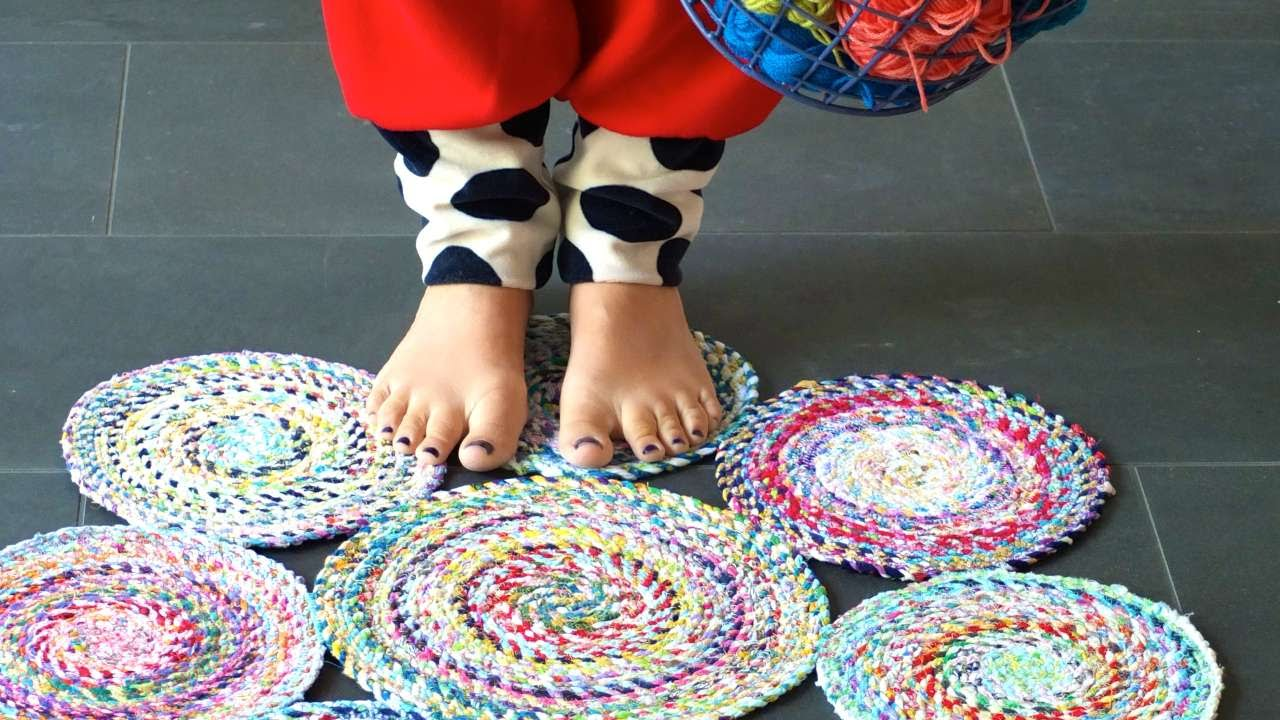 Fabric Rug Making How To Sew A Circle Rug From Fabric Rope Diy Home Tutorial