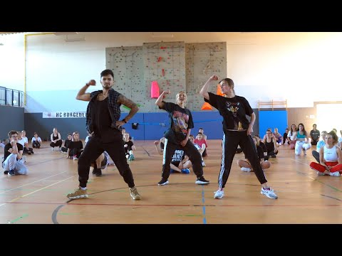 BERTEMU GONG LI ARTIS MANDARIN TERKENAL from YouTube · Duration:  3 minutes 49 seconds