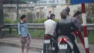 Nhóm móc túi dàn trận tinh vi trước cổng bệnh viện Bạch Mai
