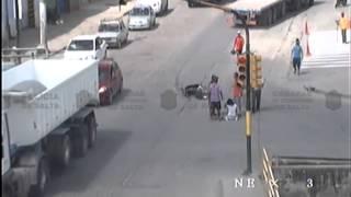 Video: Salta - Una mujer bajo las ruedas de un camión se salva de milagro