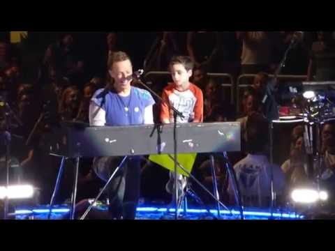 Coldplay - Everglow (with Oscar) - Gila River Arena - Glendale, AZ