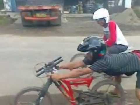 Video lucu drag bike cycle