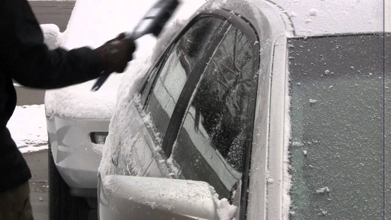 (Video) An Amazing Helpful Tip For This Winter: How To Clean An Ice On Your Car In a Minute Without Touching !