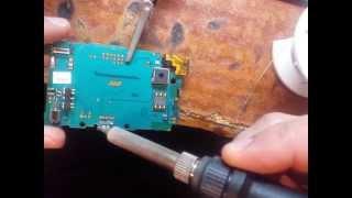 ремонт сотовых телефонов sony ericsson u20i xperia mini замена гнездо зарядки(задавайте вопросы,,в наличии имеются ремонт всех модели телефонов,,любое видео., 2014-04-16T16:28:36.000Z)