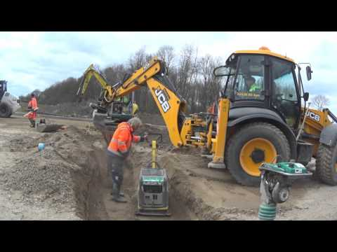 JCB 4CX with very skilled backhoe drive