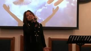 kathy joanne cantando to presencia cristo yo te amo yo quiero más y a dios sea la gloria
