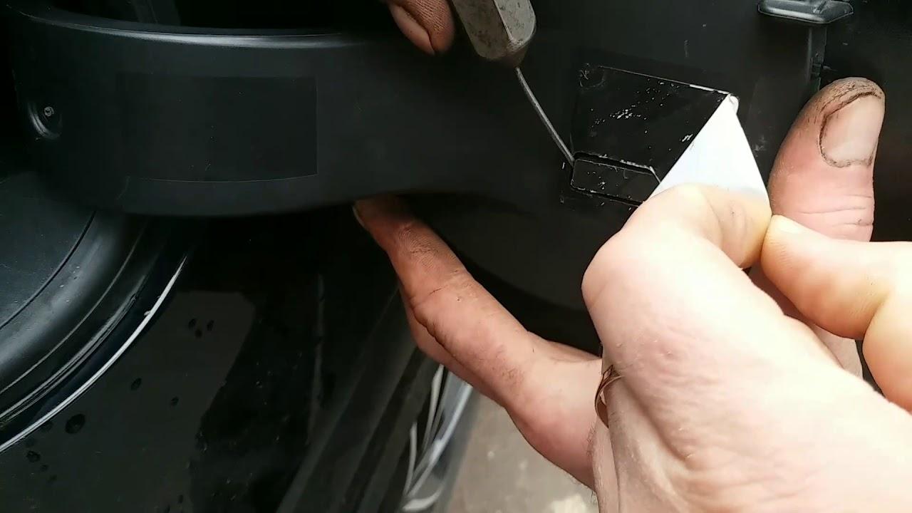 Как снять лючок бензобака на Ford Explorer 2011
