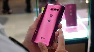 LG V30 in Raspberry Rose hands-on