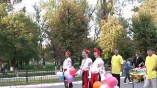 Горловка. Праздничное шествие .  A festive procession .