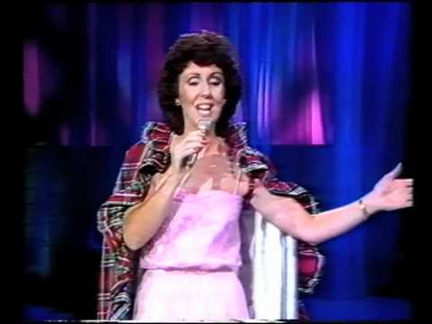 "SCOTTISH SINGER MARION MARTIN Sings ""GRANNIE'S HEILAN HAME"""