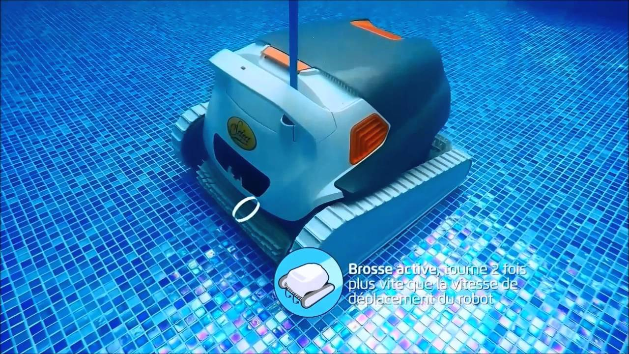 Performance robot de nettoyage everblue select youtube for Robot piscine select
