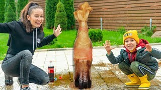 Experiment with cola and mentos in a large bottle - Easy Science for Kids