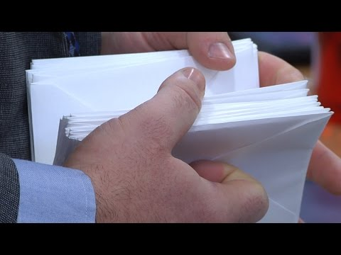 Community Group Delivers Thank You Letters
